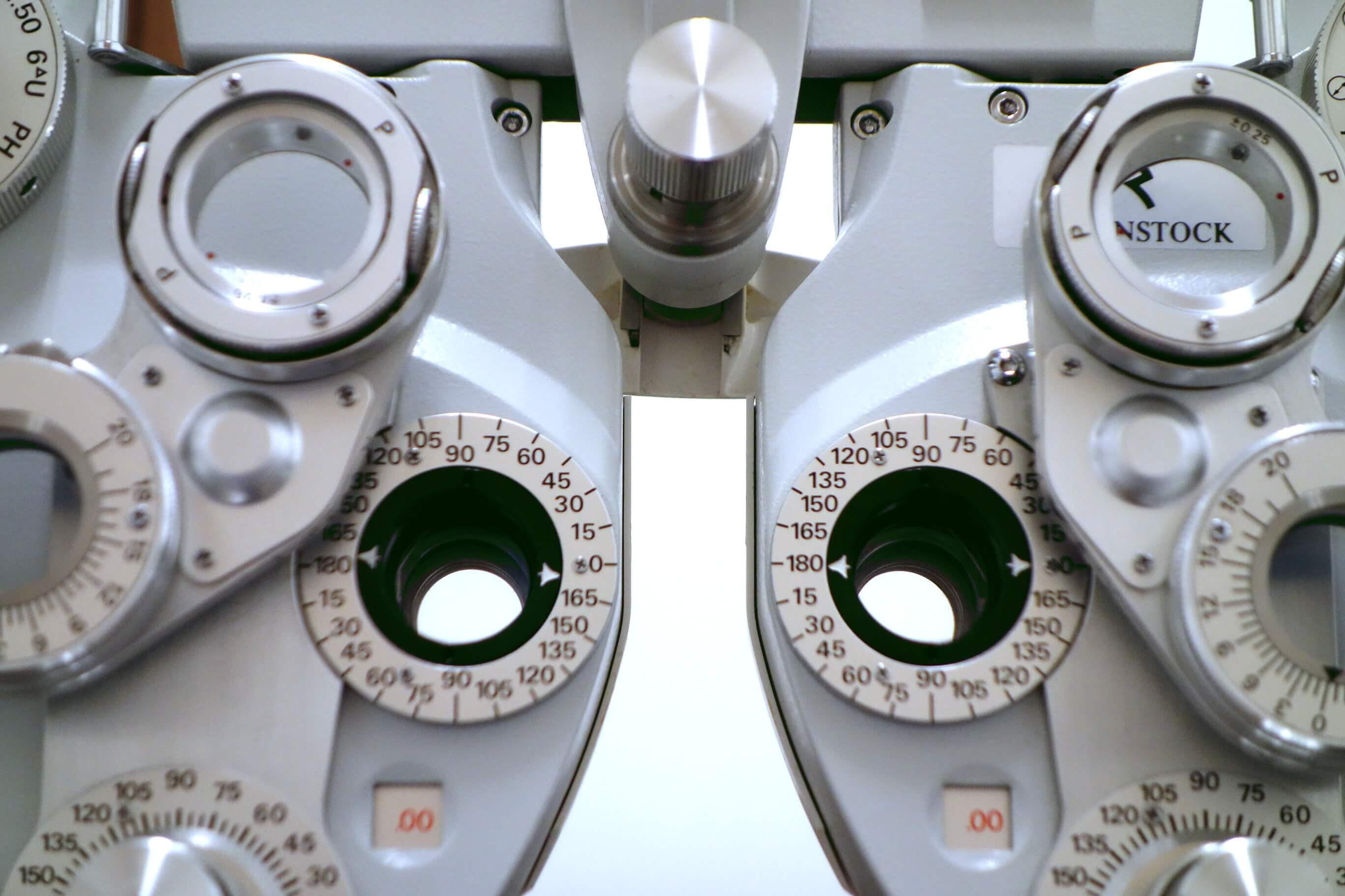Messgerät um beim Augenarzt Sehstärke festzustellen