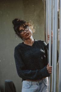 Frau mit großer Brille