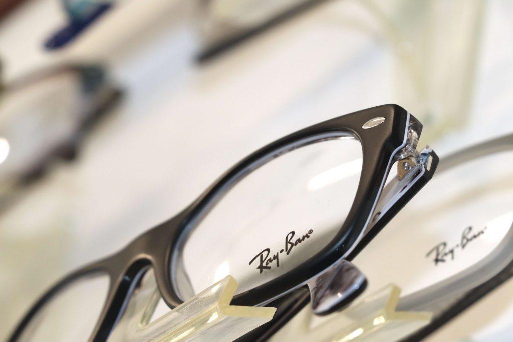 Ray Ban-Brille mit schwarzem Rand