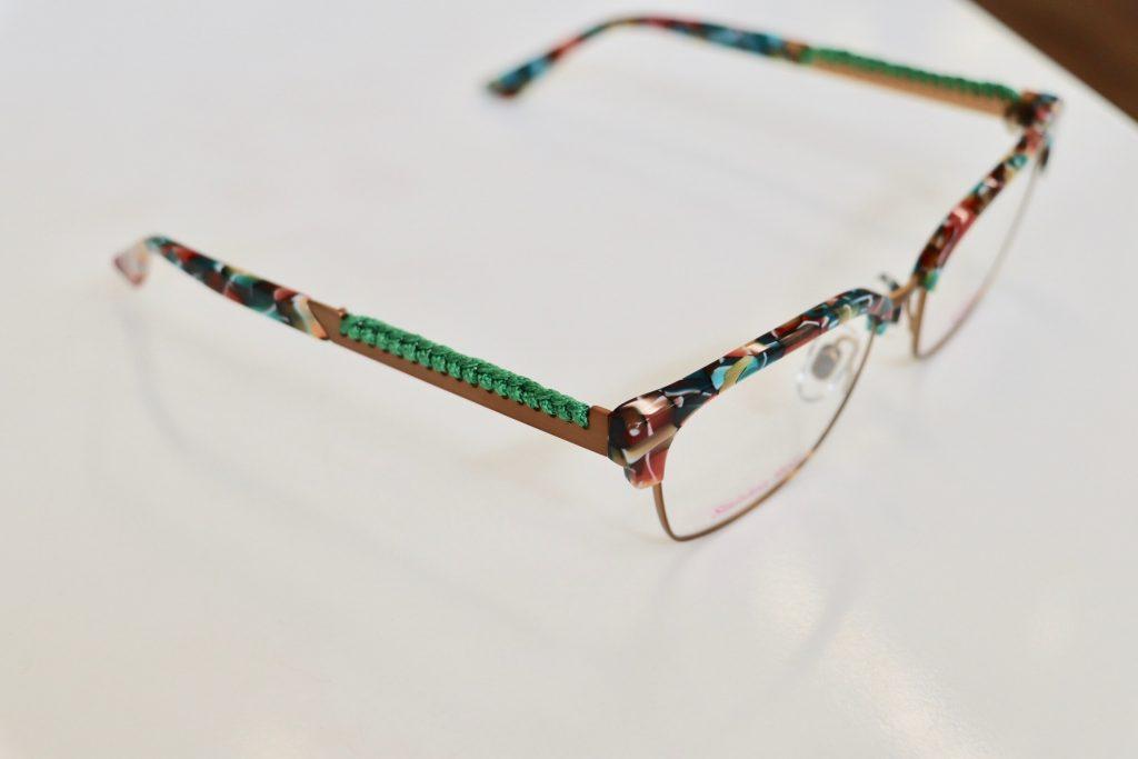 Kaos Eyewear mit grüner Kordel