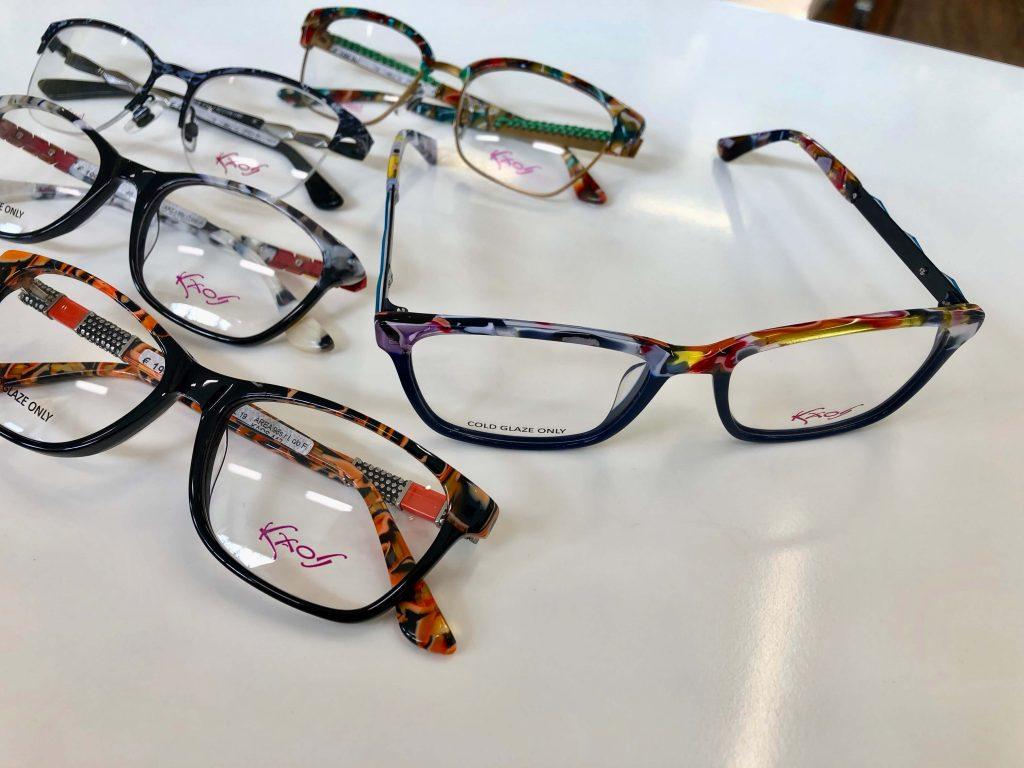 Brillen mit Farbakzenten aus der Kaos-Kollektion