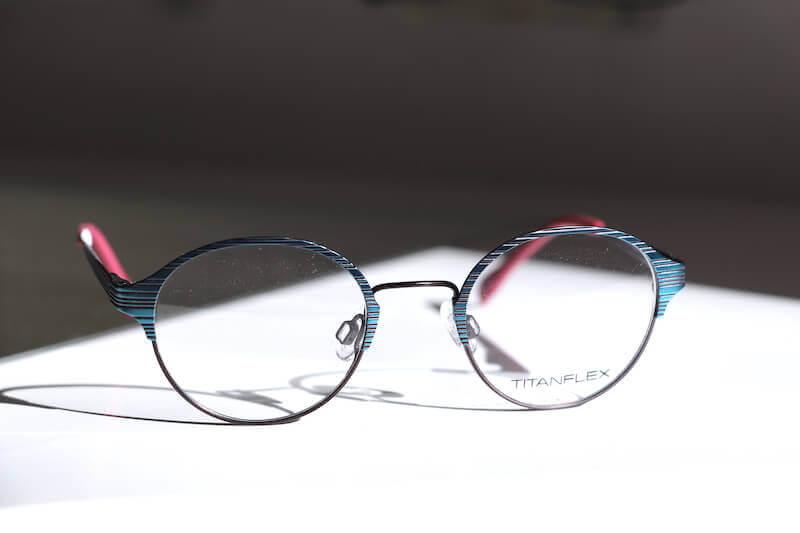 Kinderbrille mit Metallgestell