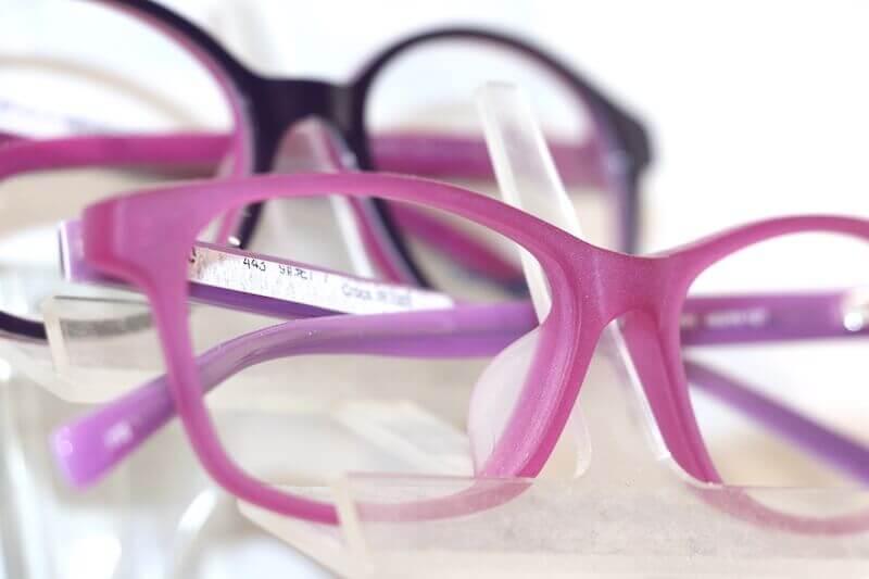 dunkelrosafarbene Kinderbrille