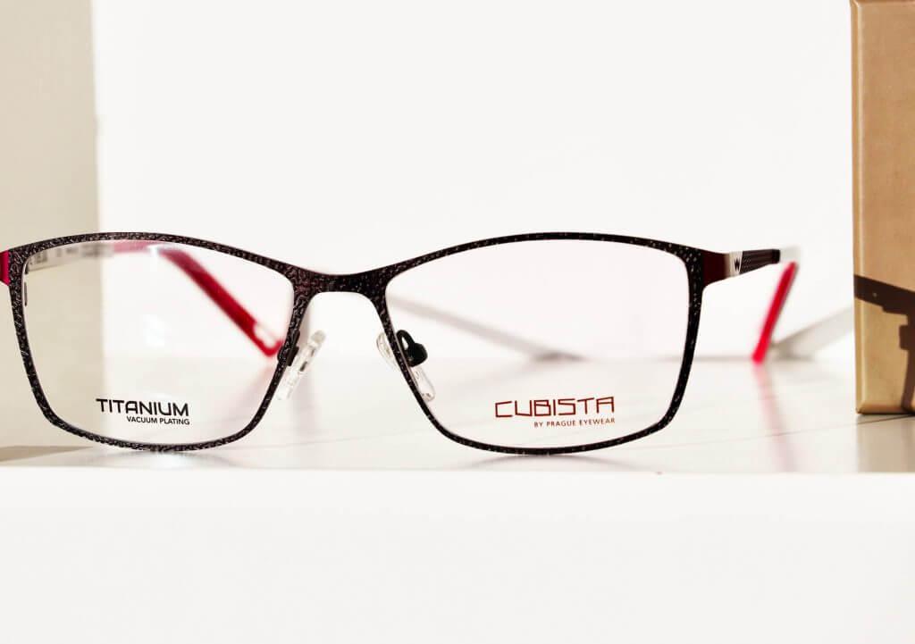 Schwarz-rote Brille des Labels Cubista