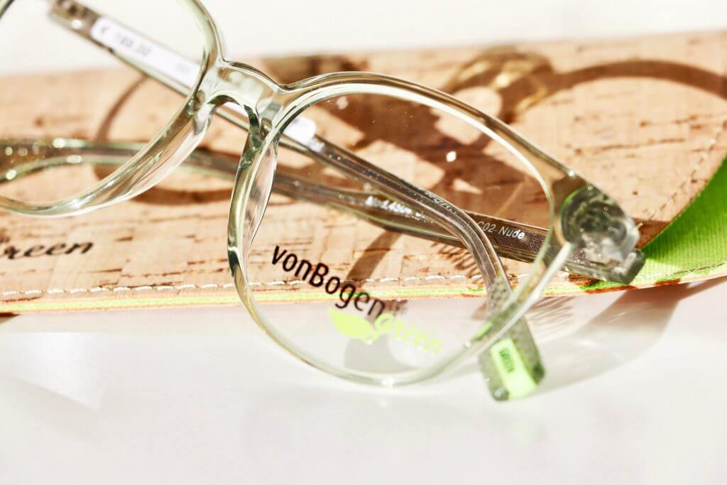 Transparente Brille mit neongrünen Akzenten von von Bogen auf Kroketui