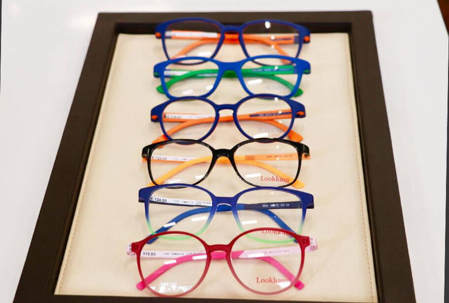 Kinderbrillen in einer Reihe-Lookino