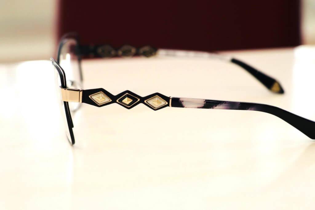 Ausgefallene-bunte-Brillen