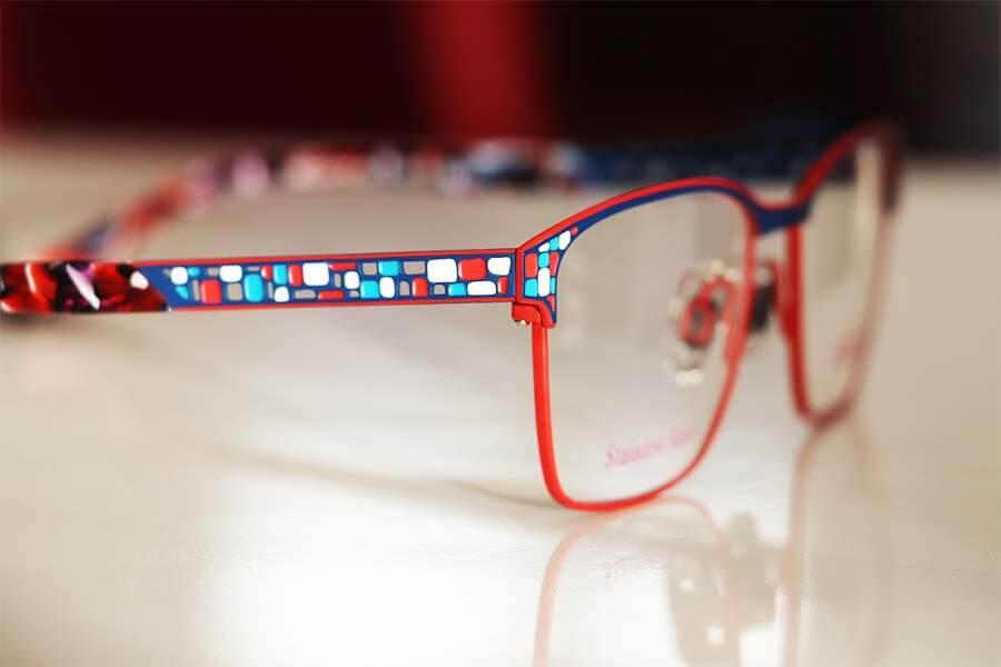 ausgefallene-bunte-brillengestelle